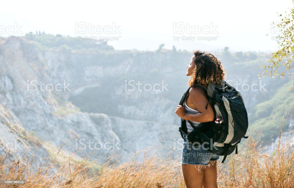 Frau Reisenden am Berg - Lizenzfrei Abenteuer Stock-Foto