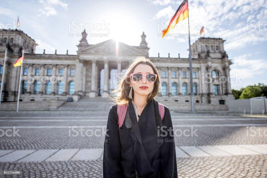 Frau in Berlin unterwegs Lizenzfreies stock-foto