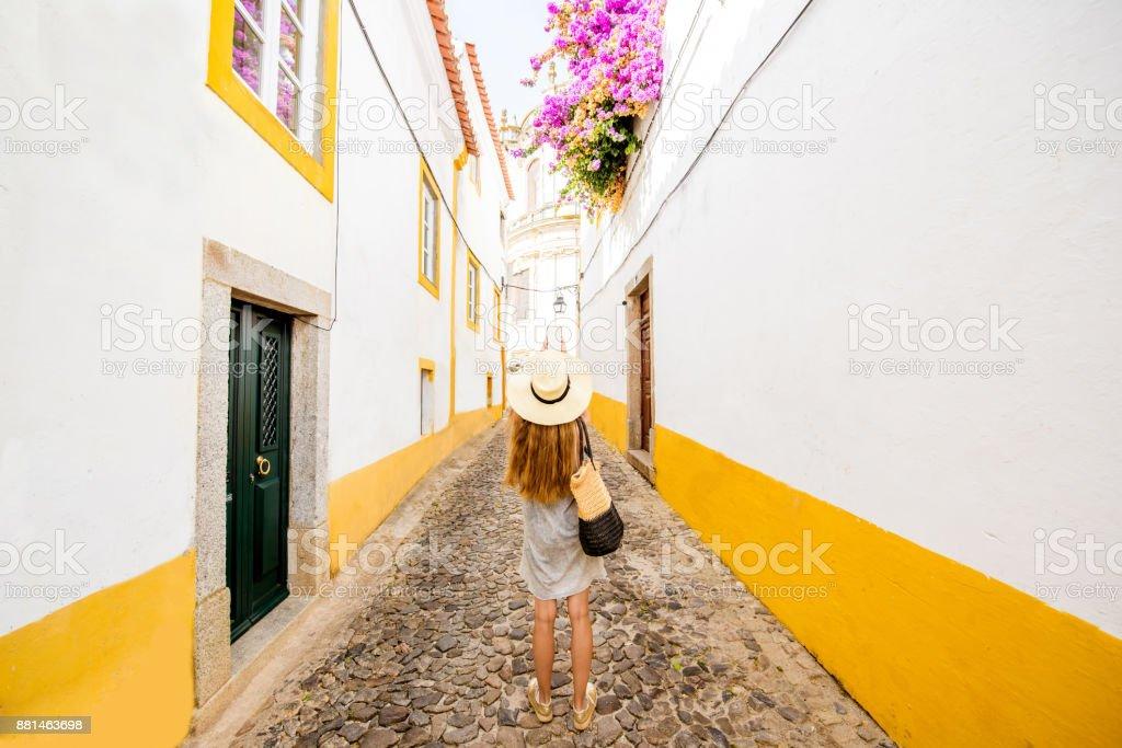 Frau in Evora, Portugal reisen – Foto