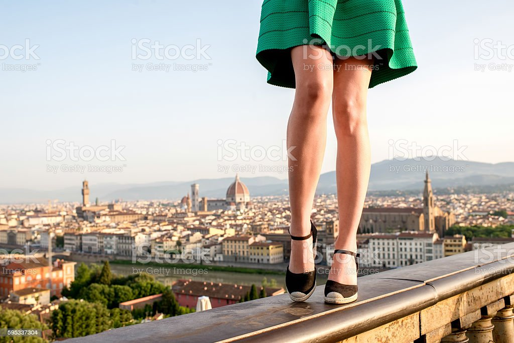 Woman traveling in Florence city - foto de stock