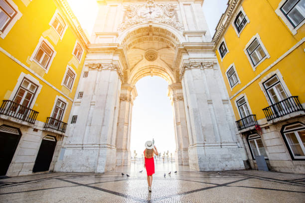 woman traveling in lisbon, portugal - lisboa imagens e fotografias de stock