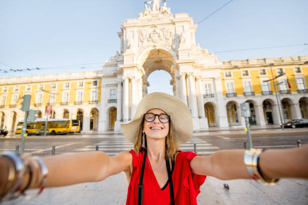 woman traveling in lisbon, portugal - people lisbon imagens e fotografias de stock