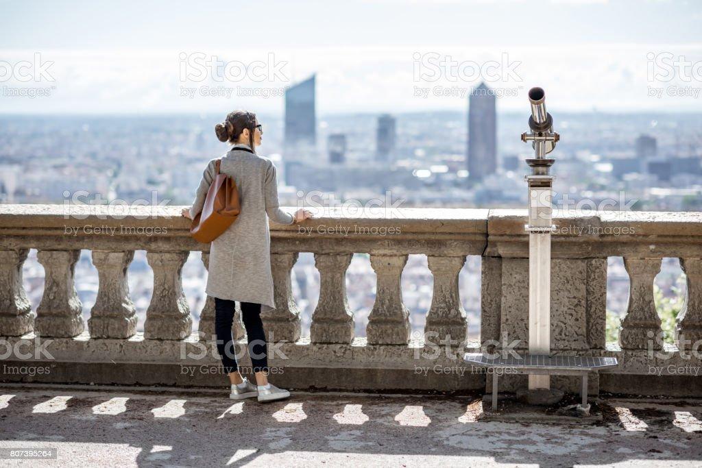 Femme voyageant à Lyon - Photo