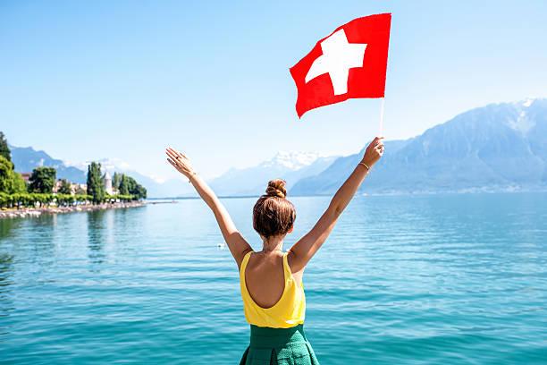 Woman traveling in Switzerland – Foto