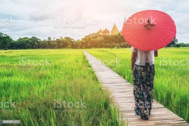Woman traveller hiking asian rice field landscape picture id998885352?b=1&k=6&m=998885352&s=612x612&h=afr6lm4xkjg9jsnzw5x5fccwqpc0oucoxqipvdkunai=