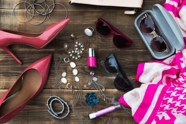 kobieta modne moda akcesoria - akcesorium osobiste zdjęcia i obrazy z banku zdjęć
