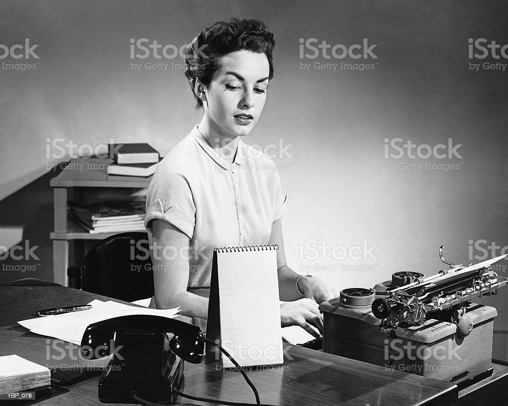 Woman typing royalty free stockfoto