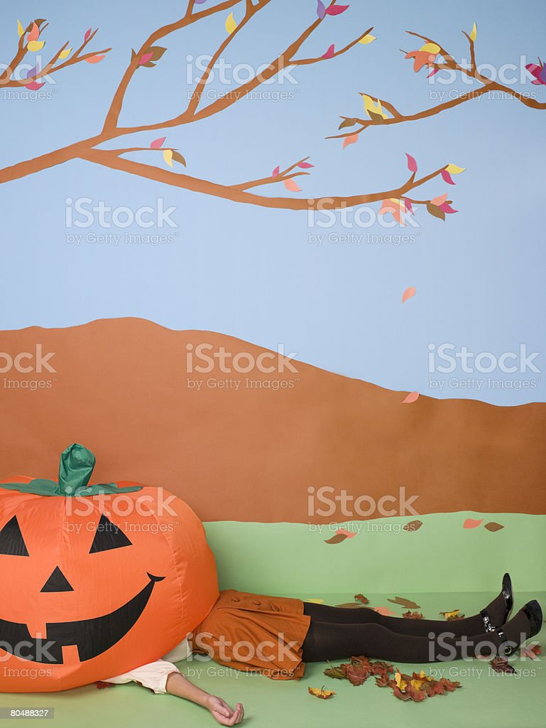 Woman under pumpkin 免版稅 stock photo