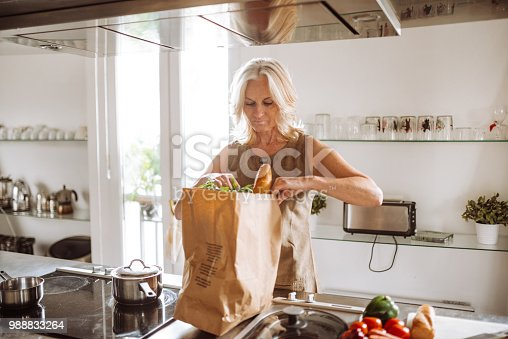 woman unboxing the vegetables