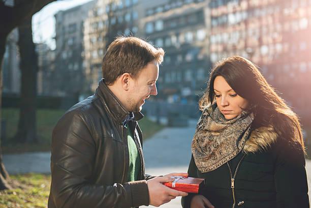 woman unsatisfied with a gift - verlobung was schenken stock-fotos und bilder