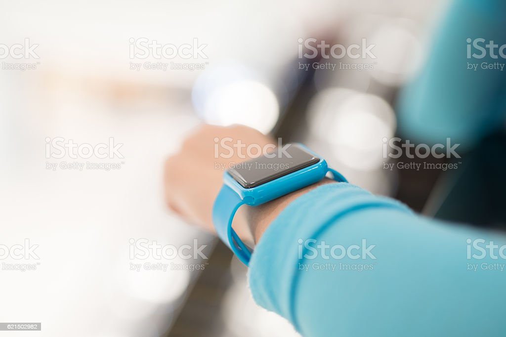 Woman use smart watch foto stock royalty-free