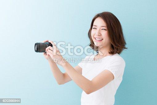 Woman Using A Camera - Stockowe zdjęcia i więcej obrazów Aparat fotograficzny