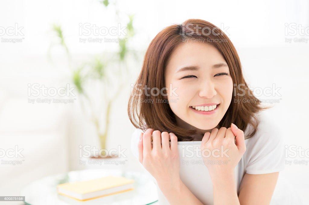 Kobieta za pomocą tabletu  zbiór zdjęć royalty-free