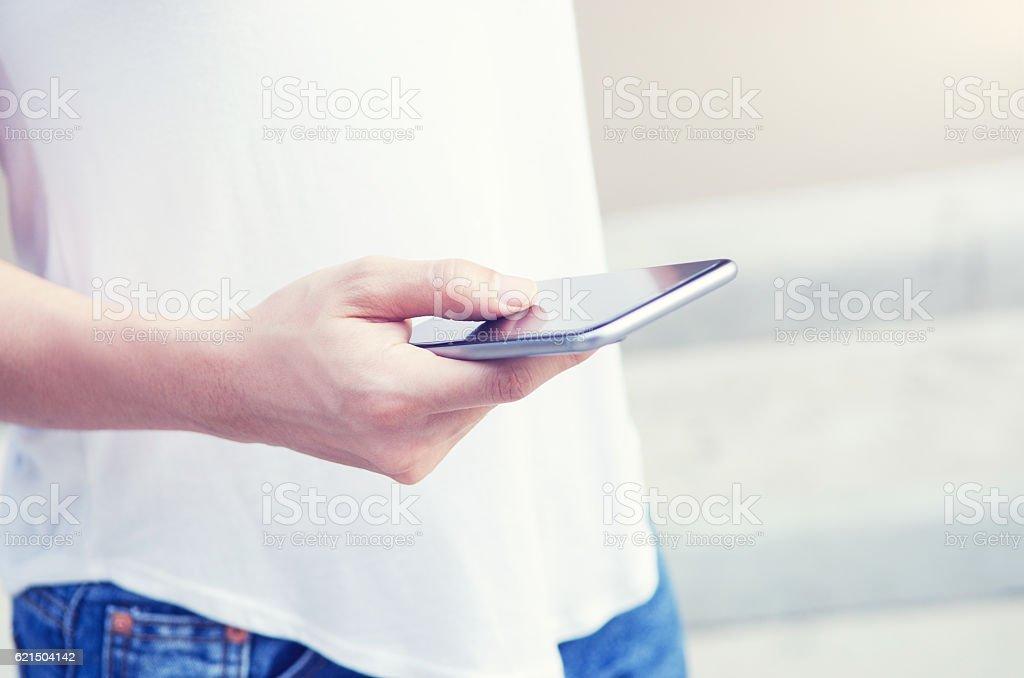 Femme utilisant mobile téléphone intelligent. photo libre de droits