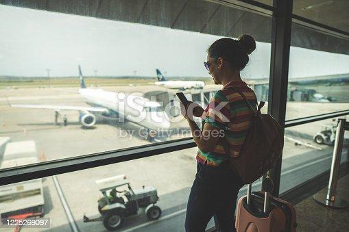 Women, Airport, Smart phone, Technology, Tourism
