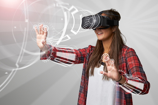 istock Woman Using Virtual Reality Headset 621592072
