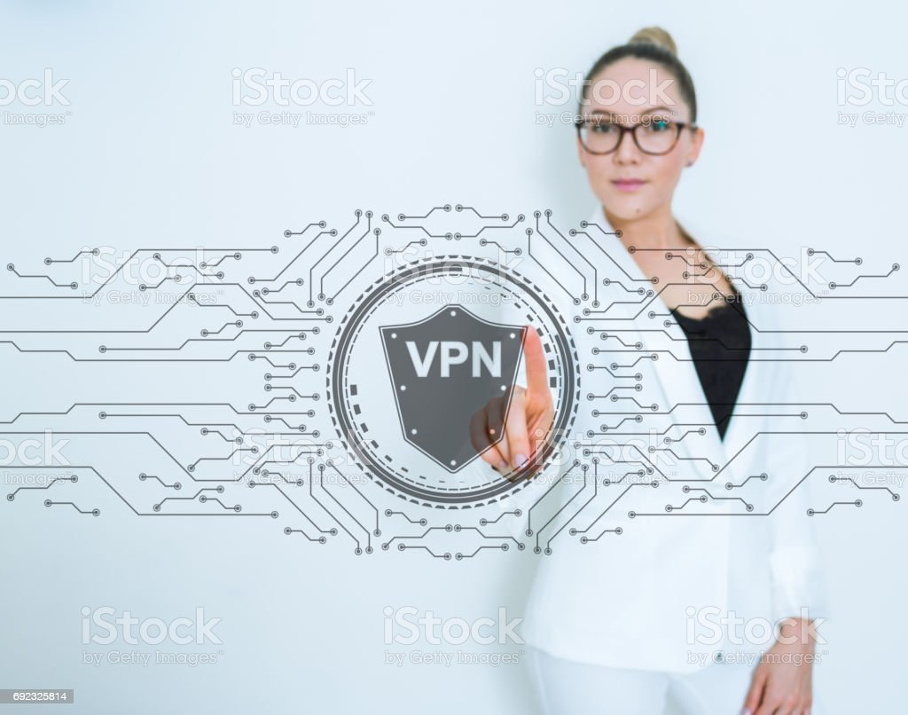 Mujer utilizando la interfaz de pantalla táctil VPN - foto de stock