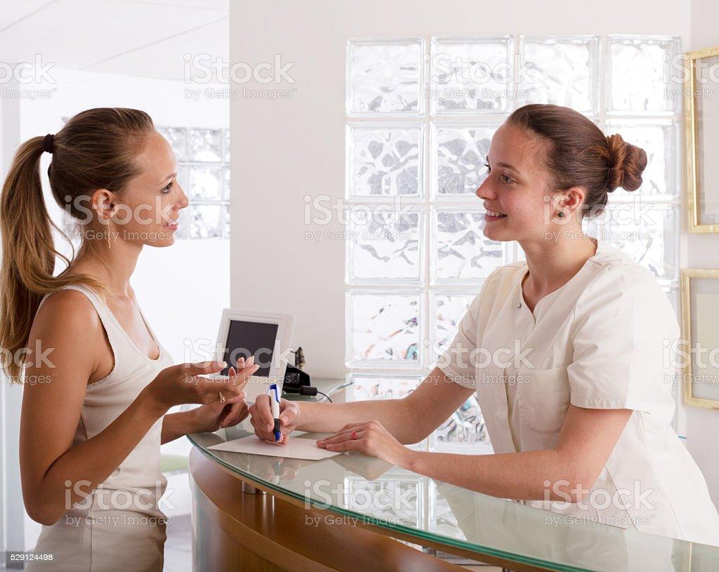 Frau Besuch clinic – Foto