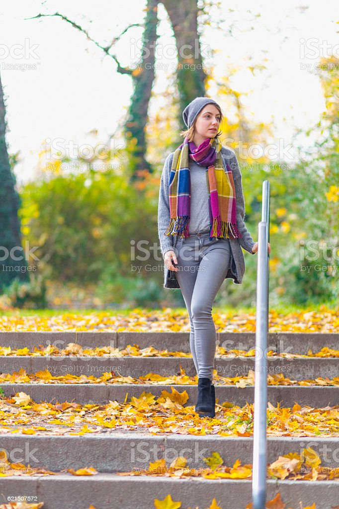 Woman walking at park in autumn foto stock royalty-free