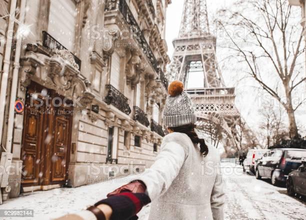 Woman walking to the eiffel tower with snow picture id929982144?b=1&k=6&m=929982144&s=612x612&h=9k9azymtlmrniu7go5zpkw3tlyf7n2jxnj13flbohty=