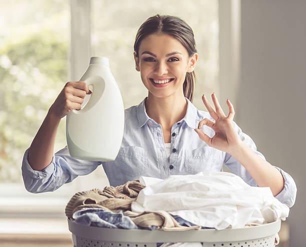 Frau Waschen Kleidung – Foto