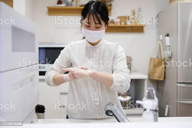 Woman washing hands picture id1216318588?b=1&k=6&m=1216318588&s=612x612&h=zkcuaiyc2lhwcjbfxhgjsu1a0ne ea8gkzf53jmzjik=