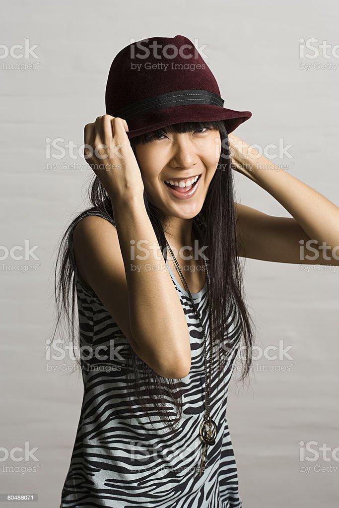 女性のワンピースに、フェドーラ帽着用 ロイヤリティフリーストックフォト