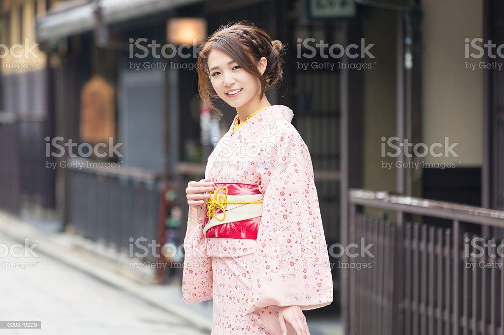 Woman wearing a kimono in Kyoto foto de stock royalty-free