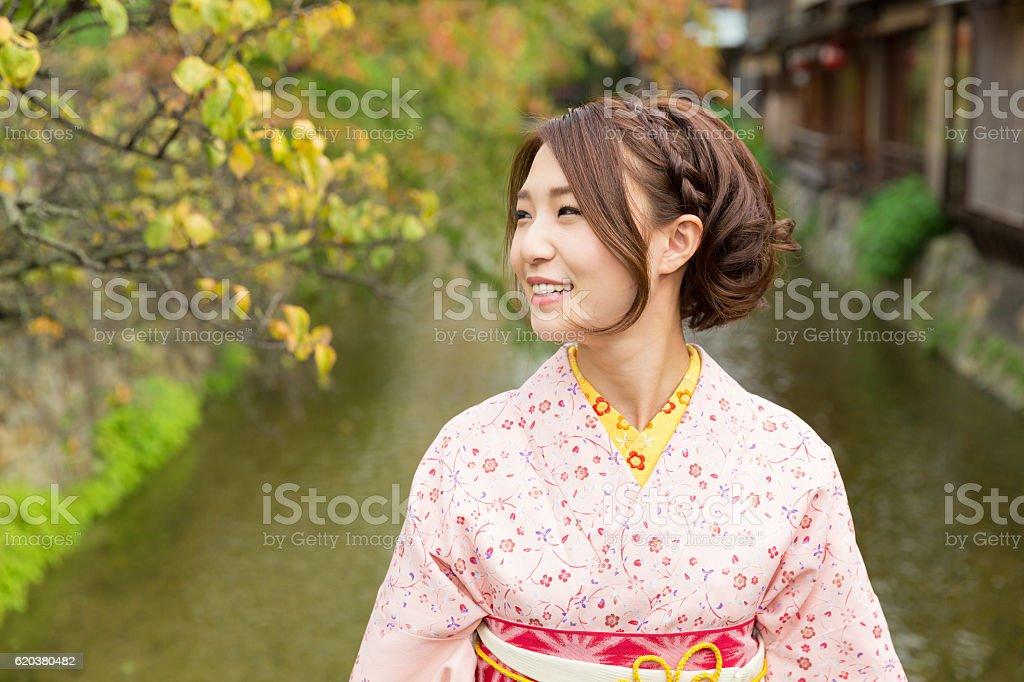 Woman wearing a kimono on a bridge zbiór zdjęć royalty-free