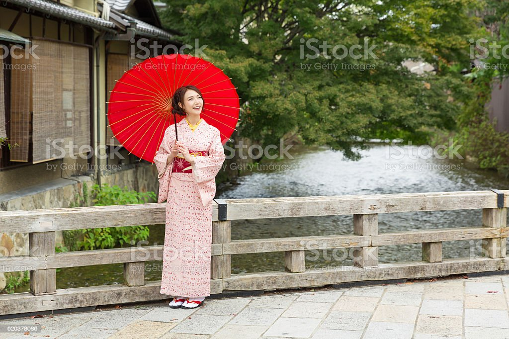 Woman wearing a kimono with a red umbrella zbiór zdjęć royalty-free