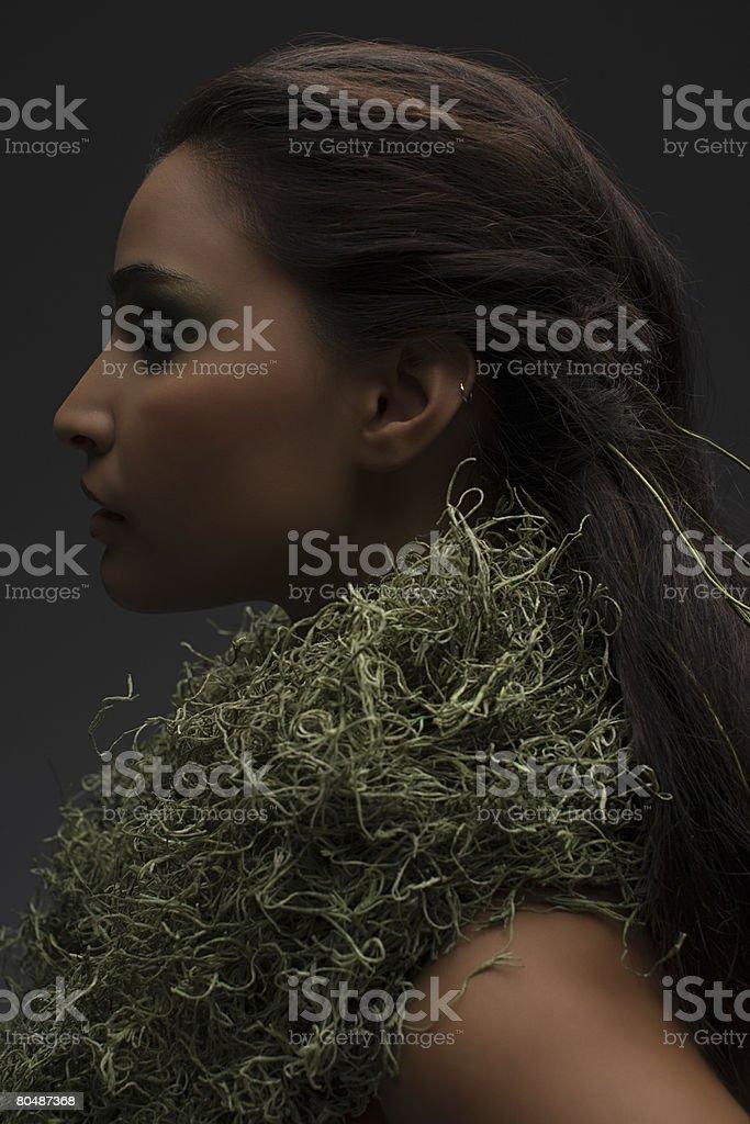 女性のネックレスを合わせて、モス ロイヤリティフリーストックフォト