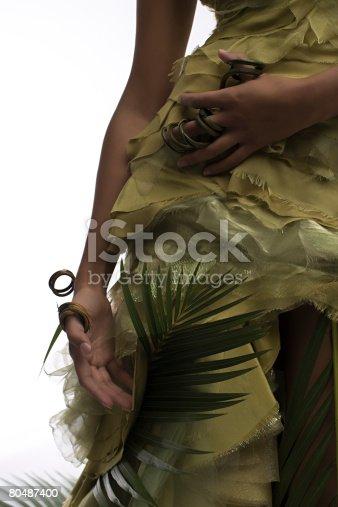 Uma Mulher Com Uma Planta De - Fotografias de stock e mais imagens de Acessório