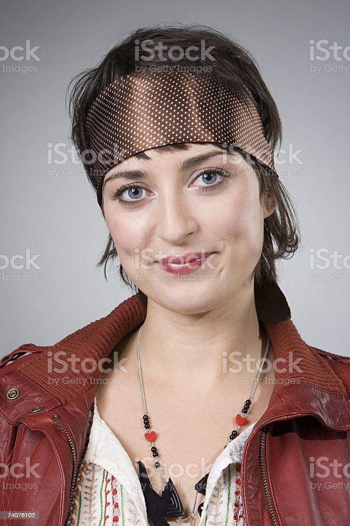 Mulher com Lenço Estampado foto de stock royalty-free
