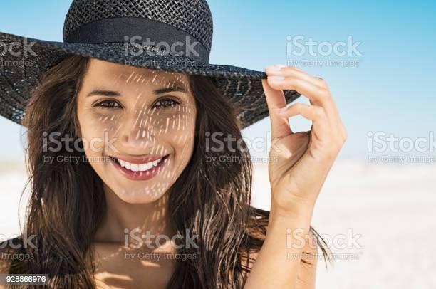 Woman wearing black hat at beach picture id928866976?b=1&k=6&m=928866976&s=612x612&h=yv0mcwmqvktr 8nwj4xuljpcojagxyoat9cxuqjqhxy=