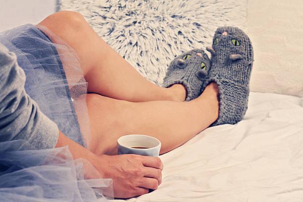 woman wearing cozy warm wool socks close up on feet. - nähfuß stock-fotos und bilder