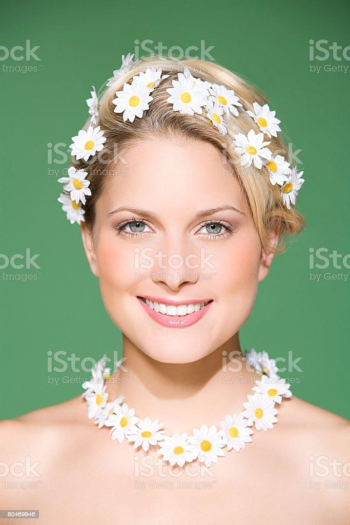 Woman wearing daisies 免版稅 stock photo