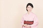 日本の伝統的な民族衣装「着物」を着ている女性