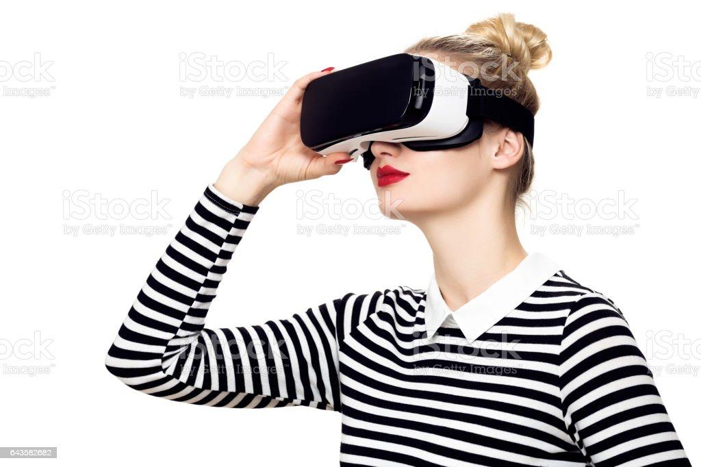 Frau mit virtual-Reality-Brille. VR-Konzept. – Foto