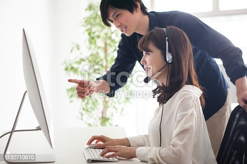 A woman whose manager is instructing the support content Woman customer support