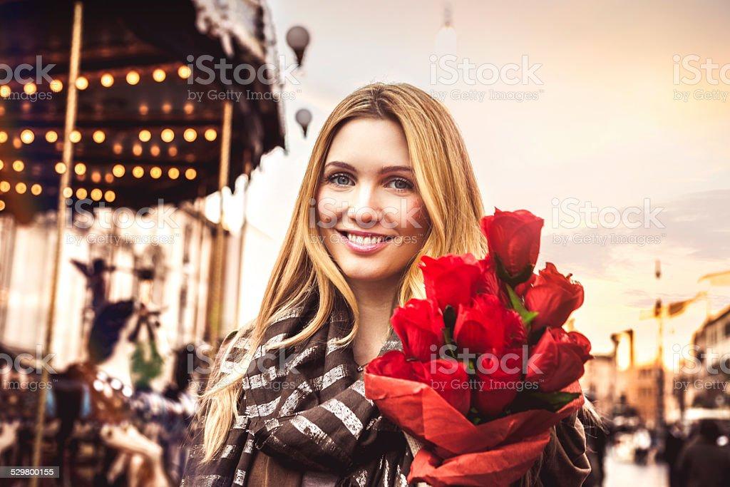 Женщина с Букет из красных роз стоковое фото