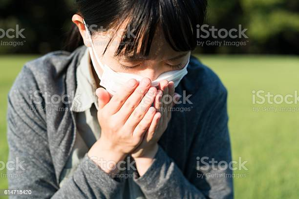 Woman with a mask coughing picture id614718420?b=1&k=6&m=614718420&s=612x612&h=bzztwpevchfiynkc8av2jxfzbqrcp1smpnro0yatfem=
