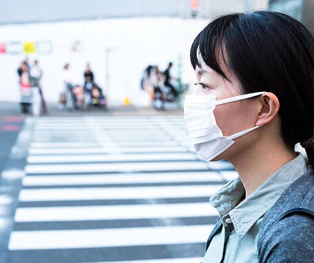 女性、マスク - 出勤 ストックフォトと画像