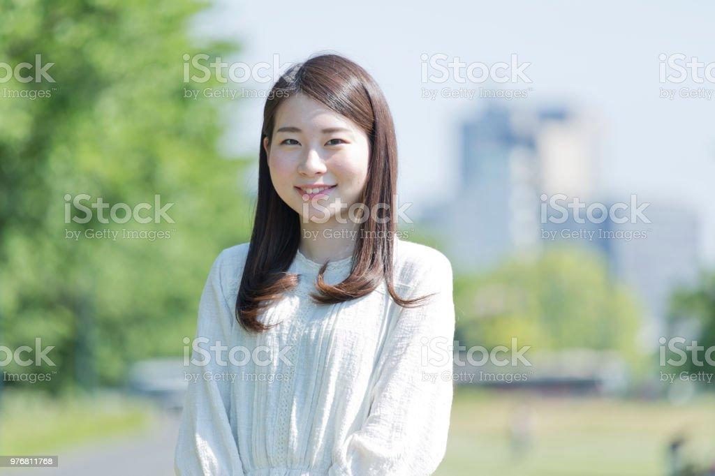 笑顔を持つ女性 ストックフォト