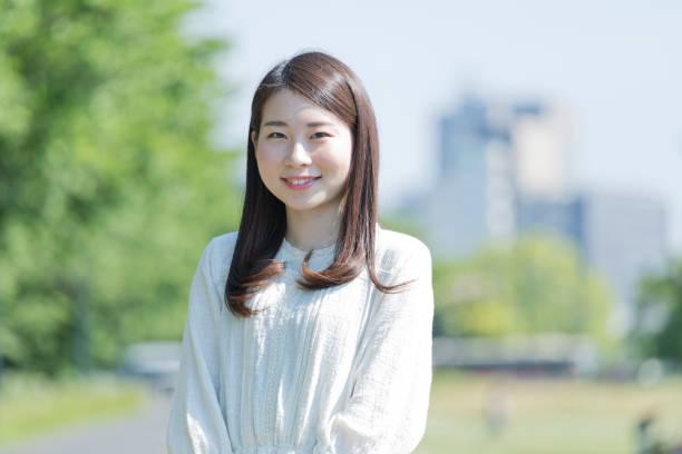 微笑的女人 - 日本人 個照片及圖片檔