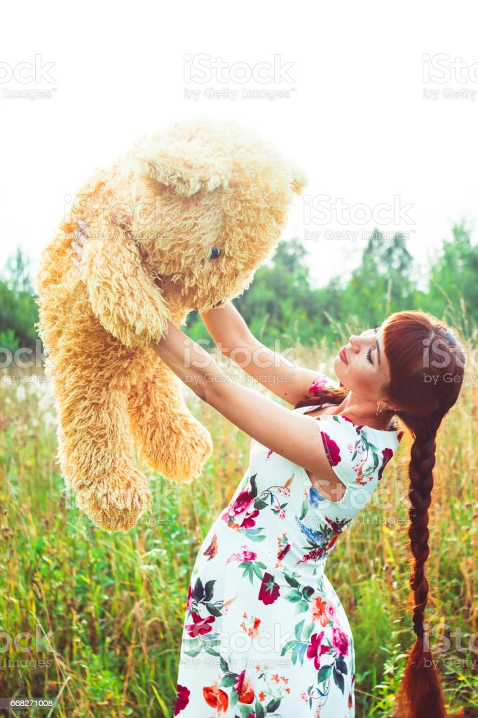 woman with a Teddy bear in nature foto stock royalty-free