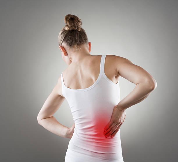 Frau mit Rückenschmerzen – Foto