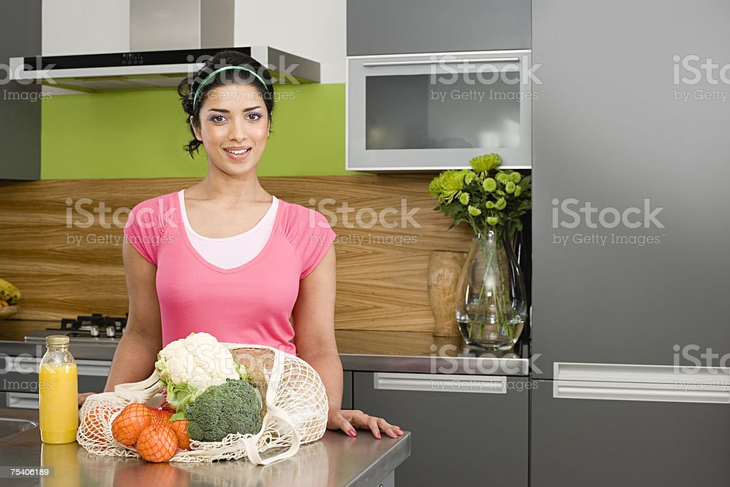 Woman with bag of vegetables and fruit foto de stock royalty-free