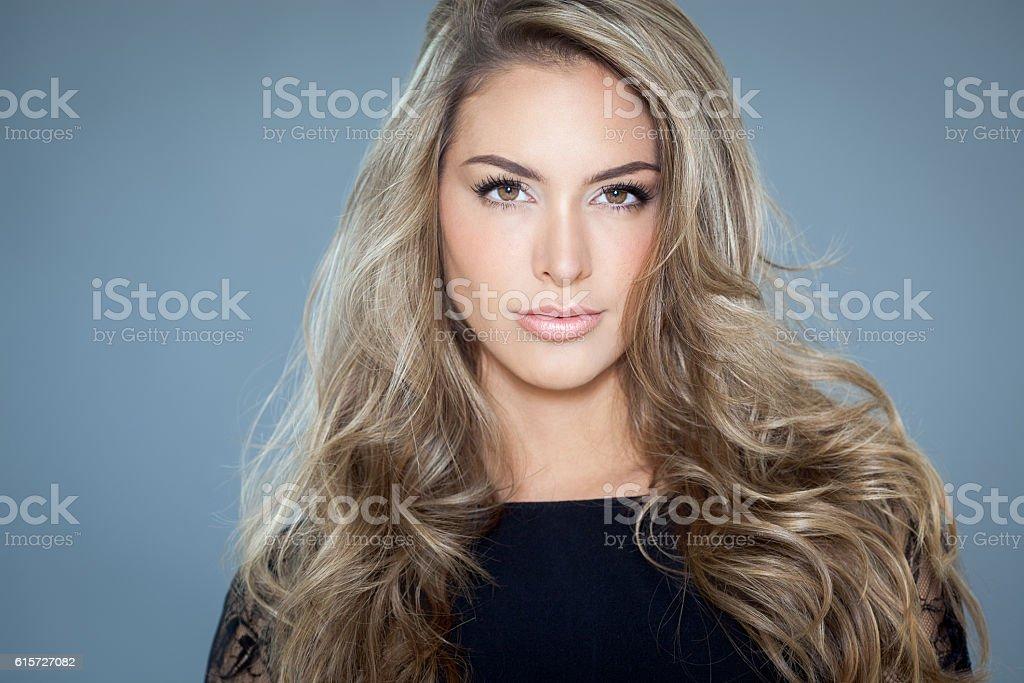 Mulher com cabelos bonitos  - foto de acervo
