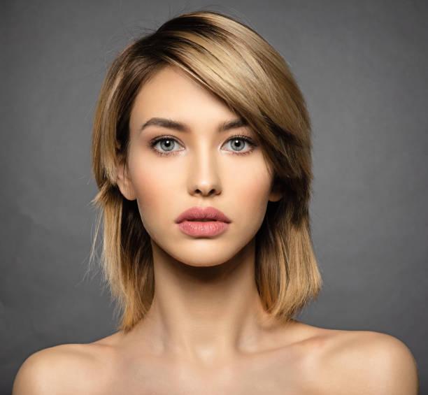 Frau mit Schönheit Gesicht und saubere Haut.  Blonde Frau. – Foto