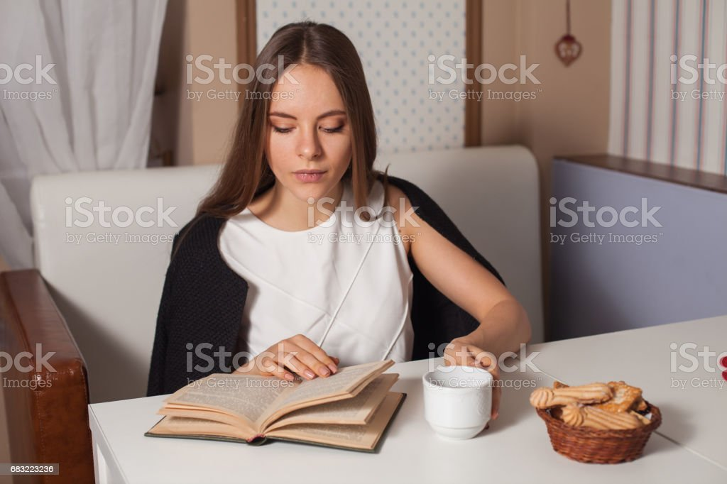 Woman with book and tea Lizenzfreies stock-foto